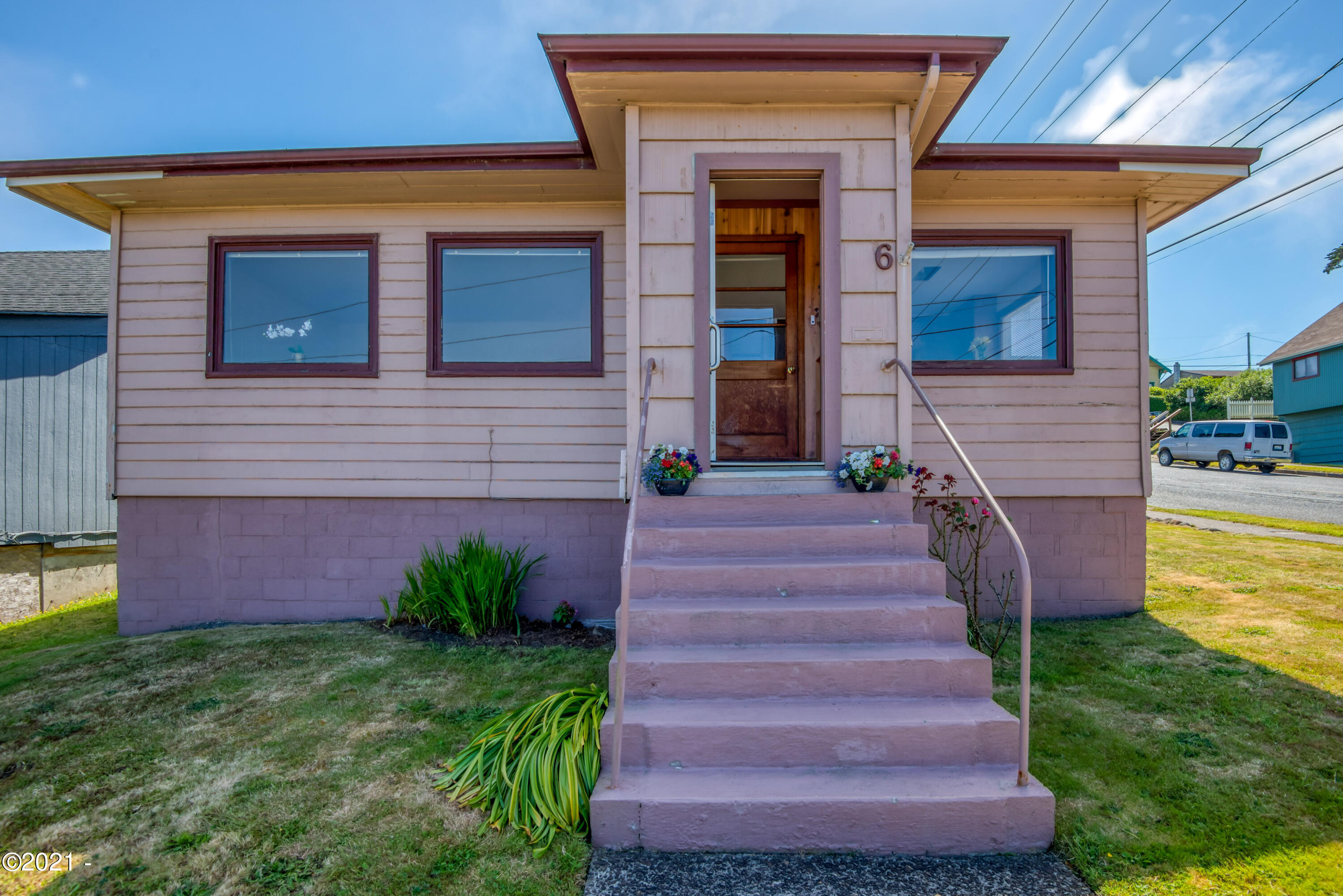 6 NW Brook St, Newport, OR 97365 - 001_4683