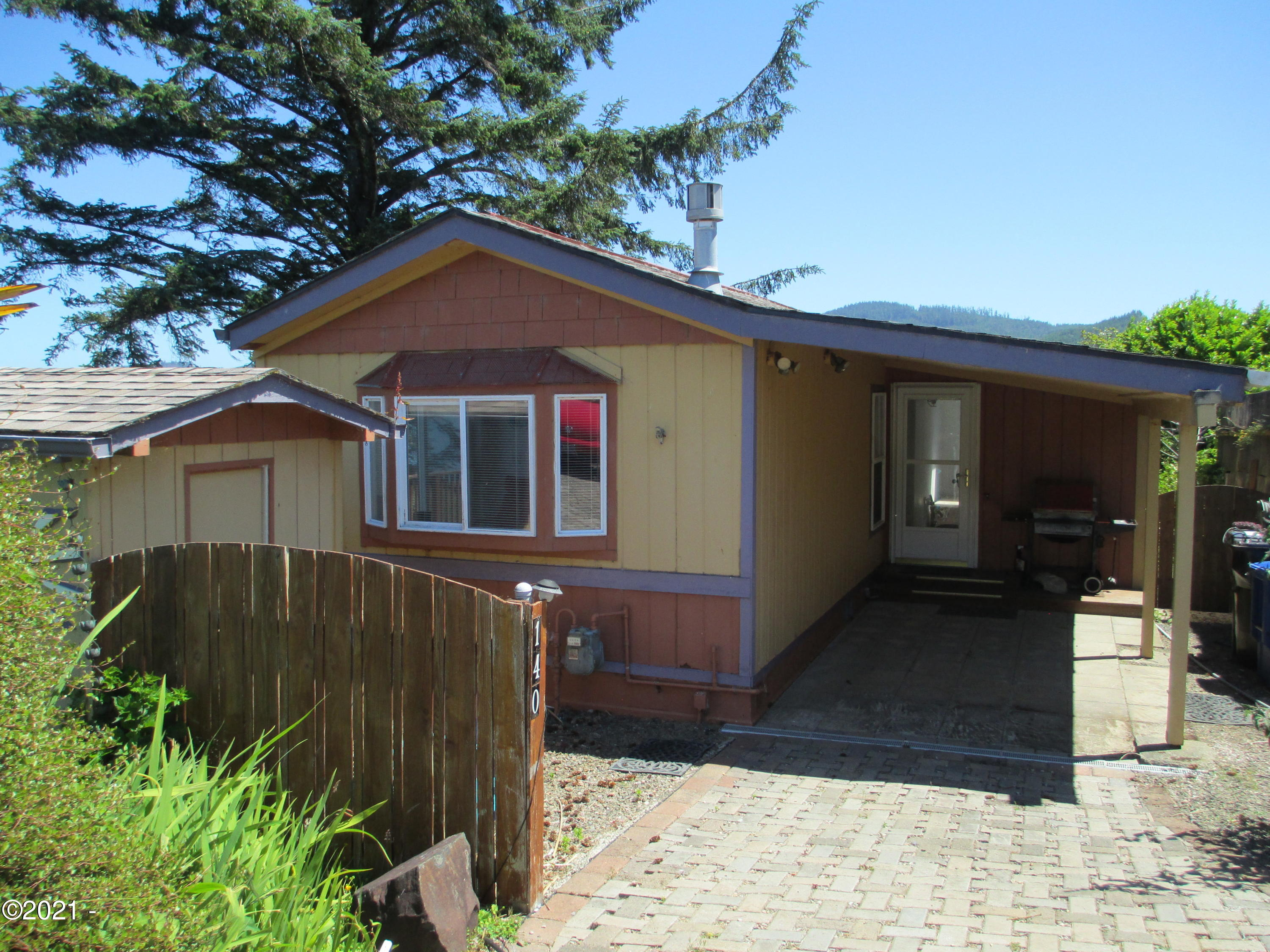 140 SE Surf Ave, Lincoln City, OR 97367 - Front of home