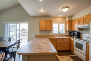 915 SW 12th St, Newport, OR 97365 - 915Sw12th167