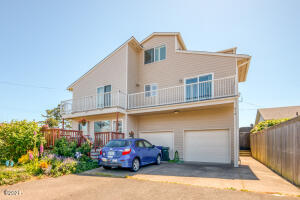 915 SW 12th St, Newport, OR 97365