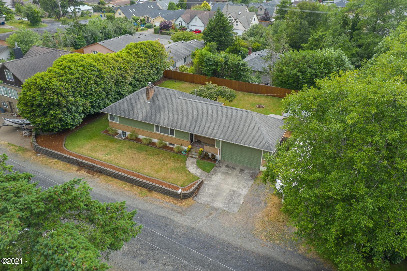 951 NE Grant St, Newport, OR 97365 - -34