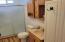 752 SE 8th St, Toledo, OR 97391 - Bathroom