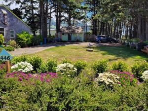 446 W 2nd, Yachats, OR 97498 - Lot length with cottage