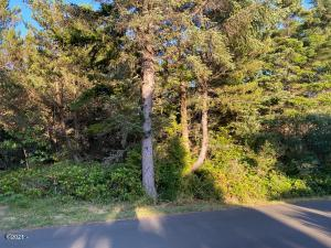 1901 NW Hilton Dr, Waldport, OR 97394 - front