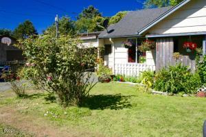 7225 Tanglewood Ave, Gleneden Beach, OR 97388 - Coastal Cottage