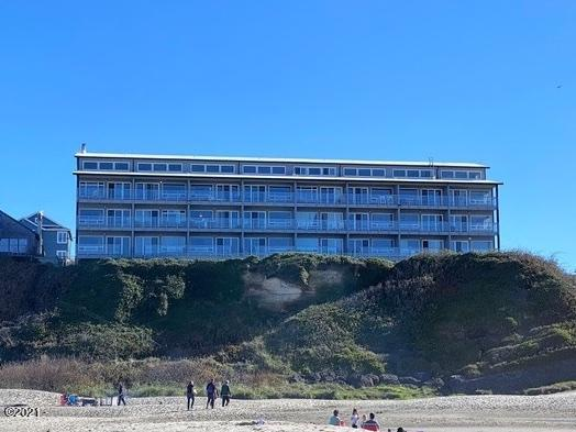 507 NW Alpine St, 304, Newport, OR 97365 - Exterior from Beach (1)
