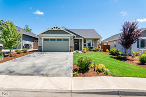 374 SW Applegate Trail Dr, Dallas, OR 97338 - Front