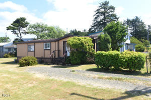 162 NW 56th St, Newport, OR 97365 - parking