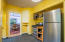 710 N Bay Blvd, Toledo, OR 97391 - Kitchen w/