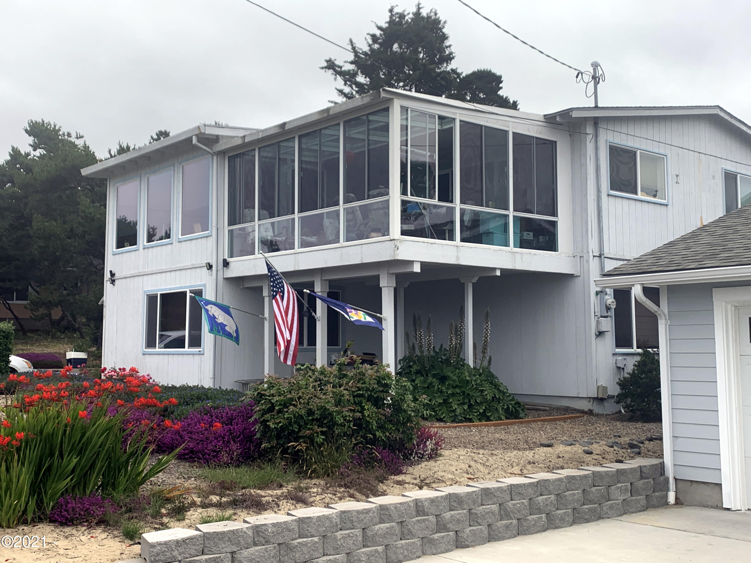 1913 NW Bayshore Dr, Waldport, OR 97394