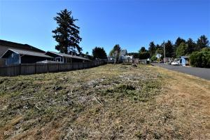 1700 BLK NE 13th St, Lincoln City, OR 97367 - Lot looking N from 13th
