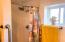 4125 NE C Ave, Neotsu, OR 97364 - Bath showe