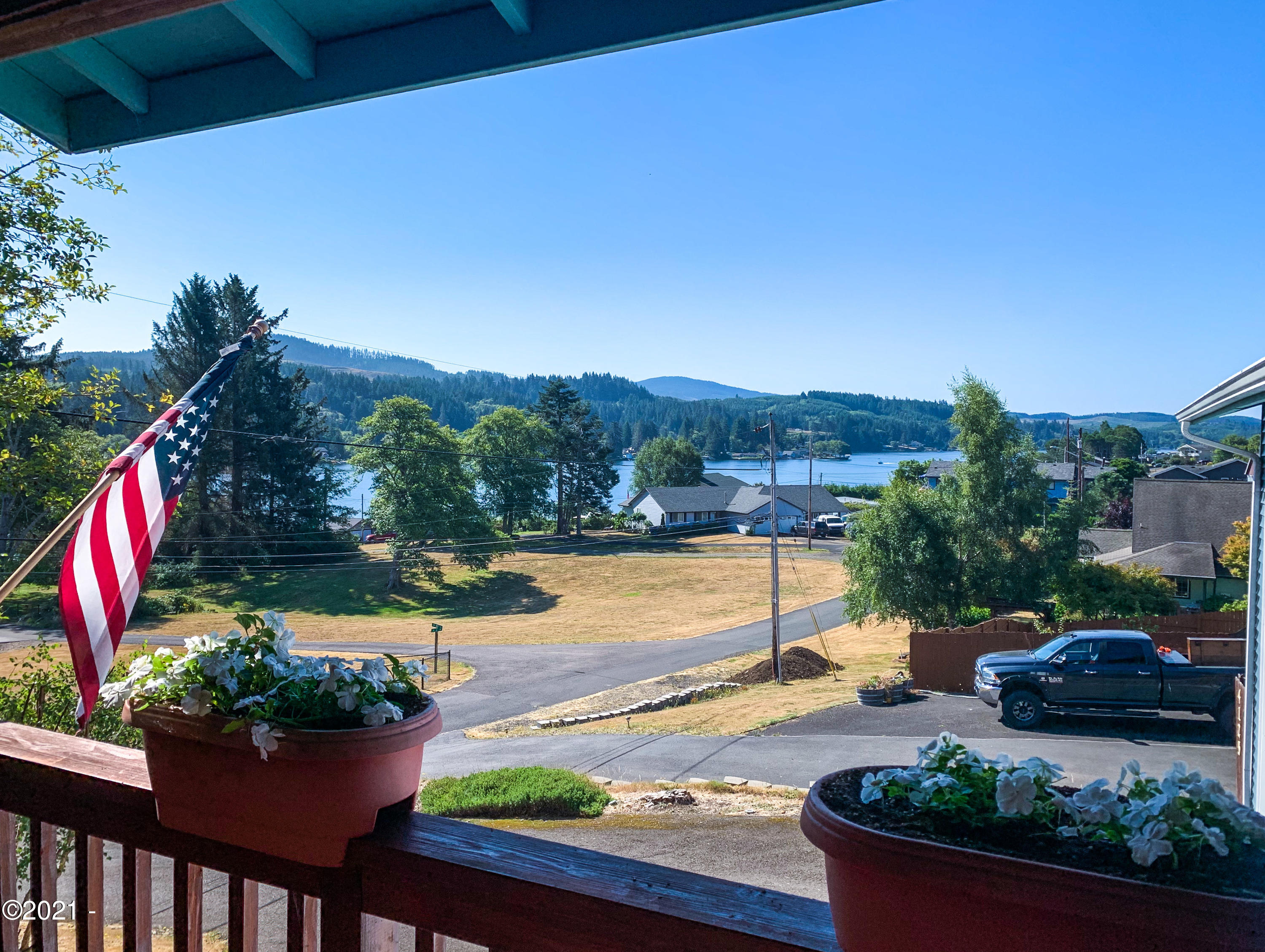 4125 NE C Ave, Neotsu, OR 97364 - Lovely view