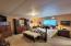 955 NE Mill St, B4, Waldport, OR 97394 - master bedroom