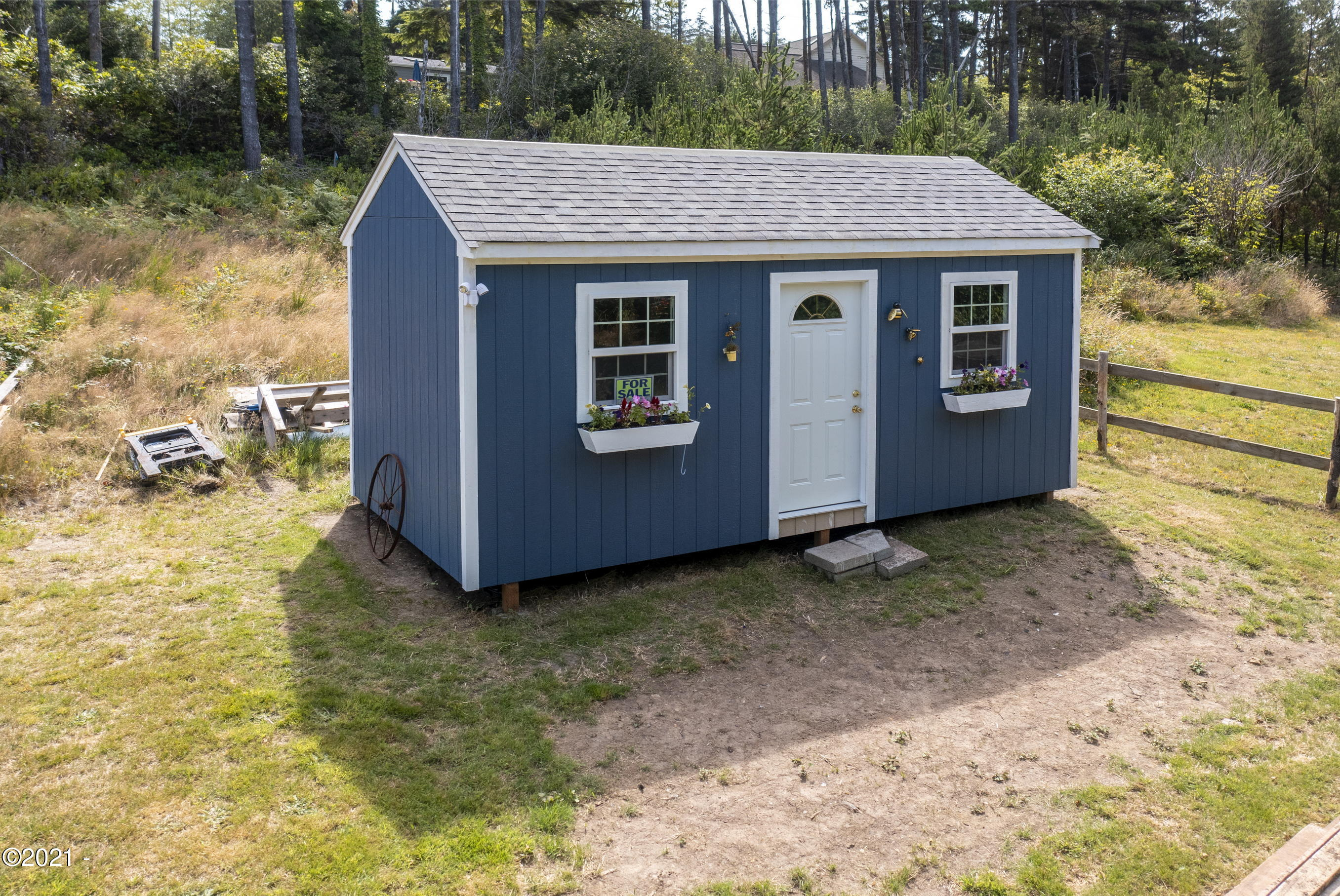 1035 NW Art St, Seal Rock, OR 97376 - Storage Building