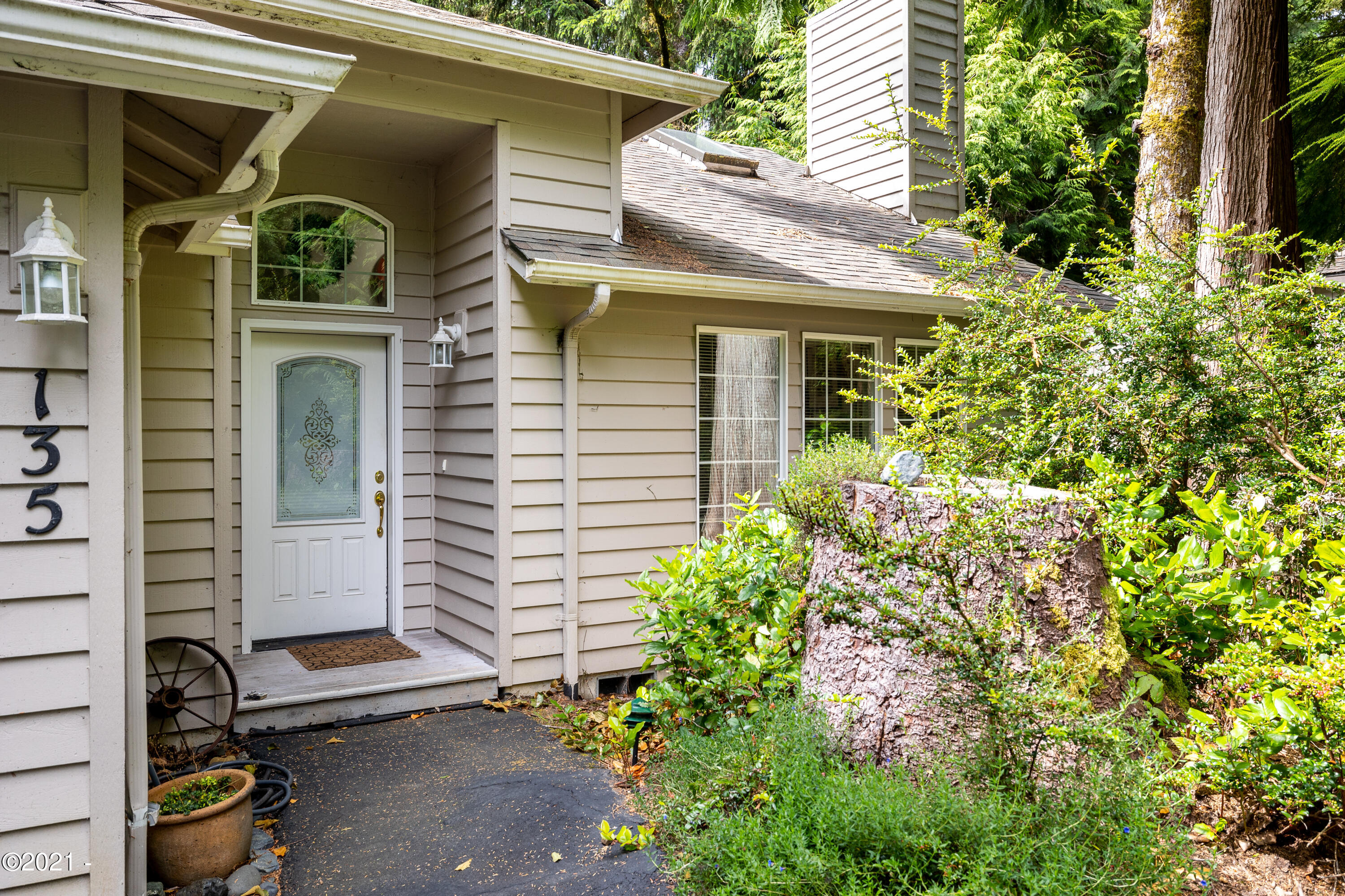 135 SW The Pines Dr, Depoe Bay, OR 97341 - front porch