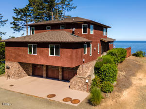 50040 South Beach Rd, Neskowin, OR 97149