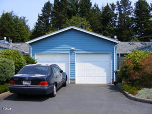 86 NW 33rd Pl, B, Newport, OR 97365 - West Elevation