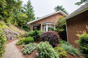 1417 NW Fircrest Ct, Waldport, OR 97394 - front entry