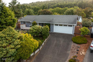 3716 SE 37th Ct, Lincoln City, OR 97367 - Front of home