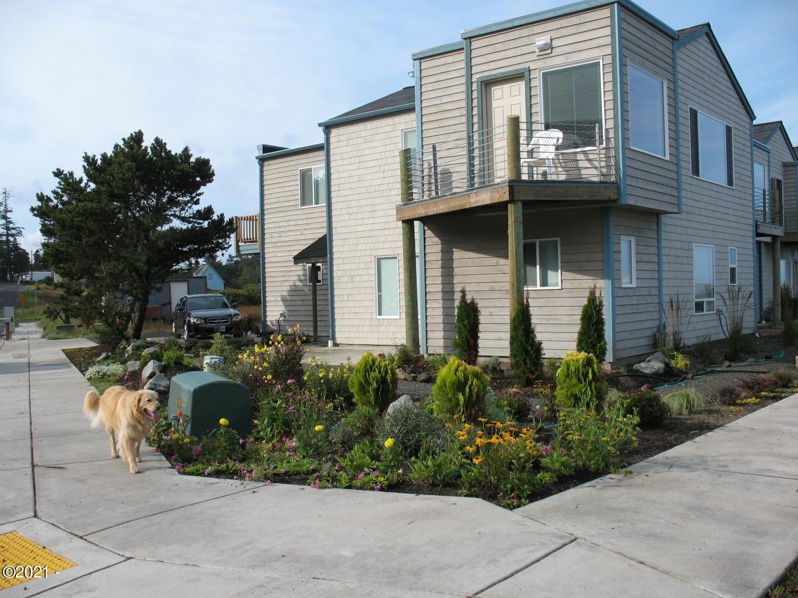 2612 SW Brant St, Newport, OR 97366 - Front of Townhosue