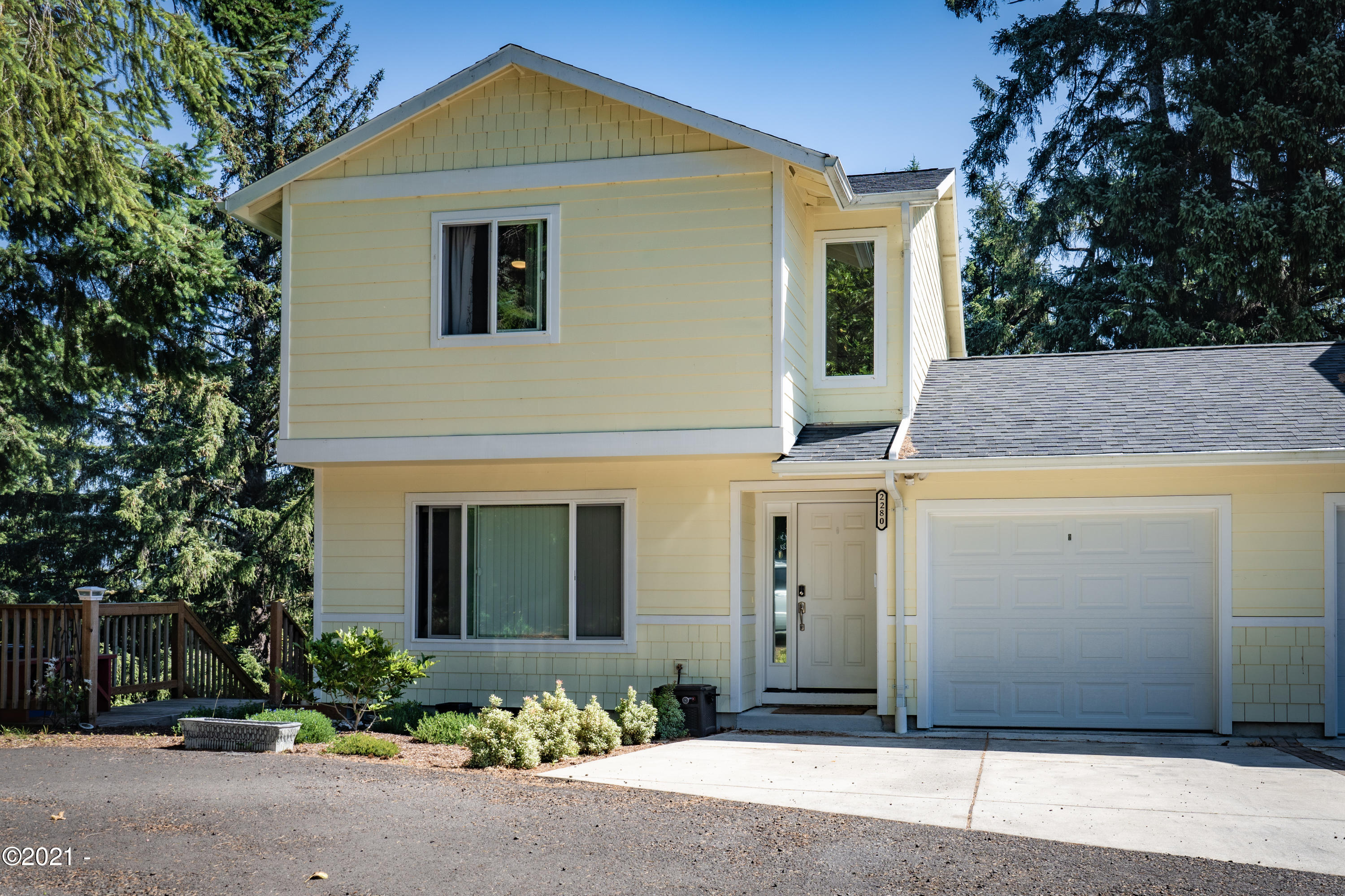 2280 NE Surf Ave, Lincoln City, OR 97367 - Front of townhouse.
