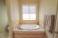 703 SE Keel Ave, Lincoln City, OR 97367 - deep tub