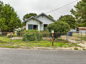 4904 SE Jetty Ave, Lincoln City, OR 97367 - Front of Home