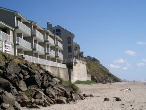 171 SW Hwy 101, 115, Lincoln City, OR 97367 - Ocean Front Studio