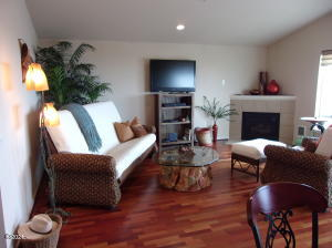 720 SW 6th St., 304 E, Newport, OR 97365 - Living Room