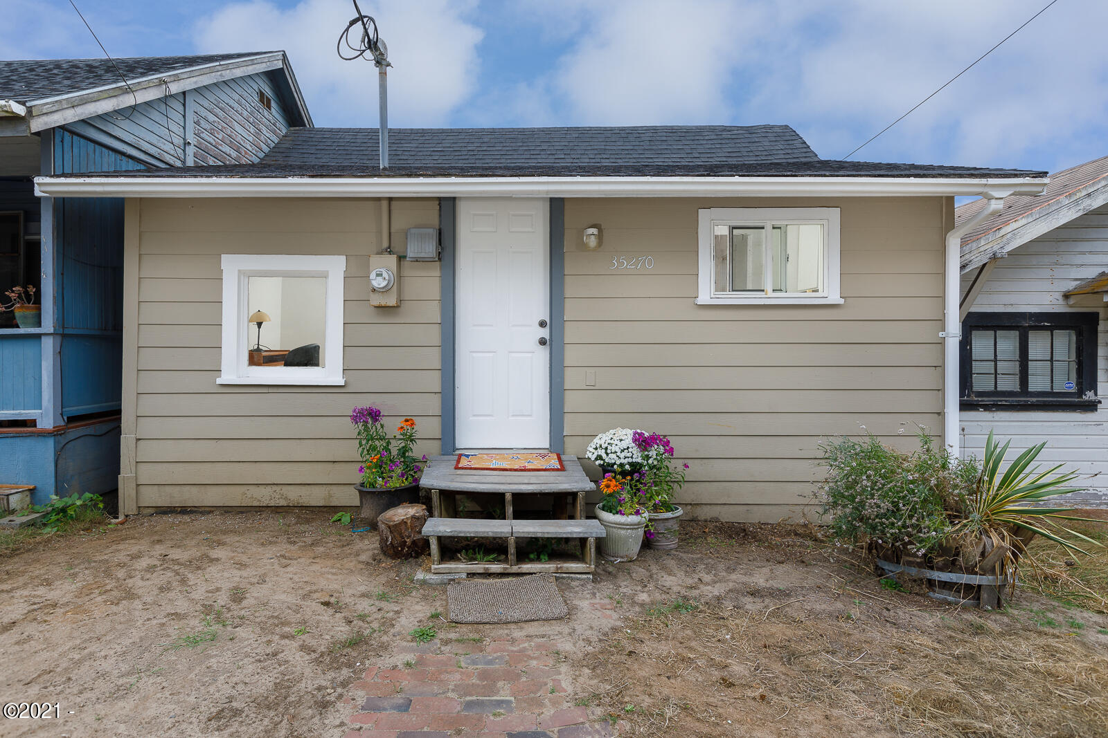 35270 Sixth St, Pacific City, OR 97135 - beach cabin