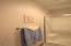 1415 NW 31st Pl, 268, Lincoln City, OR 97367 - Guest bath