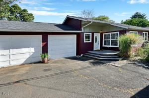 2207 NE 28th St, Lincoln City, OR 97367 - Front Elevation