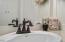 48990 U.s. 101 S, 112, Neskowin, OR 97149 - Bathroom Sink