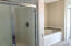 637 SW 37th Pl, Lincoln City, OR 97367 - Master tub and shower