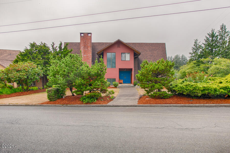 210 SE Harney St, Newport, OR 97365 - 20210826-OC3A2535_HDR
