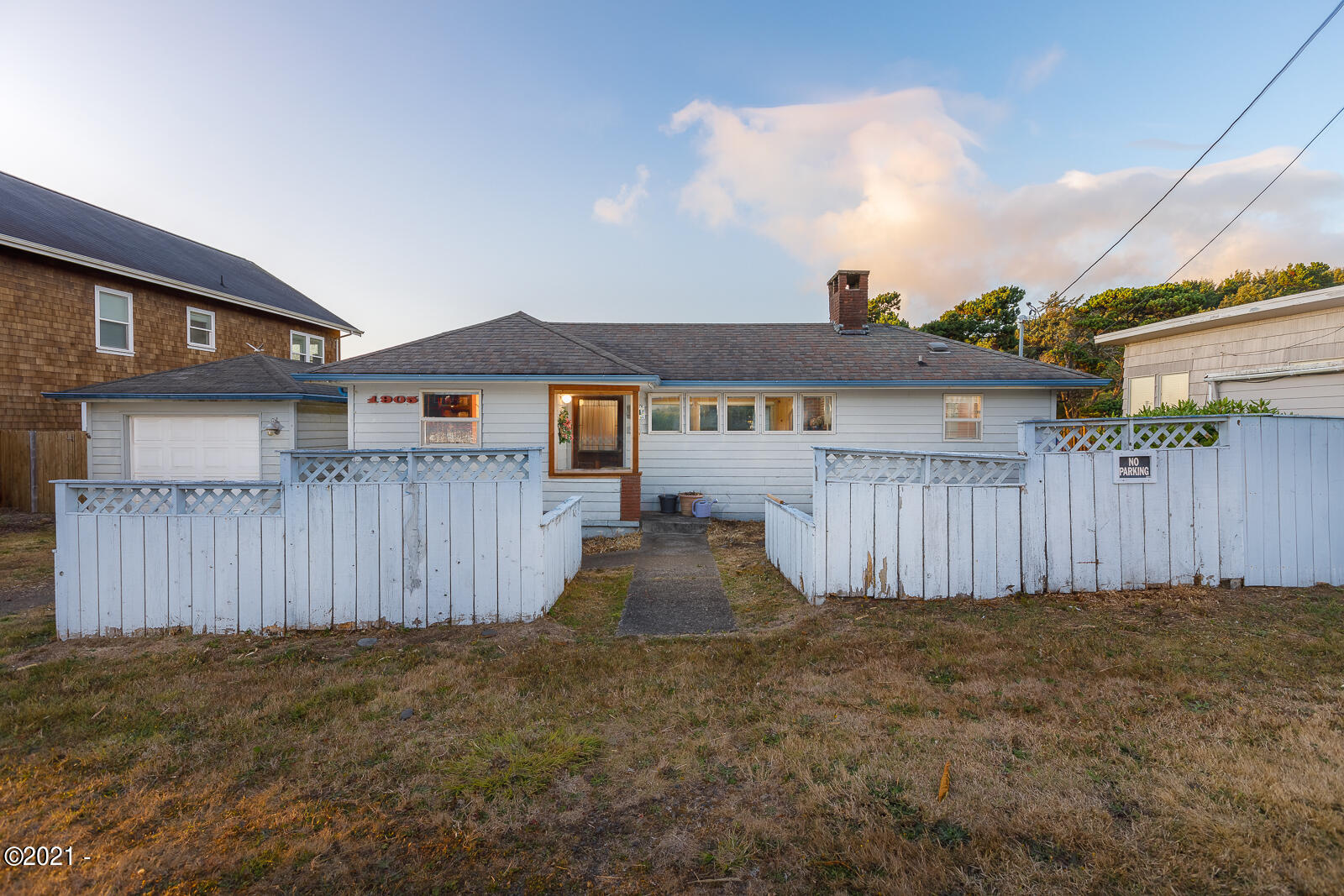 1905 NE 58th St, Lincoln City, OR 97367 - Front exterior