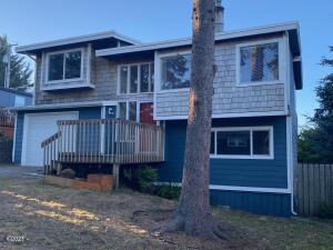 1123 SW 10th St, Lincoln City, OR 97367