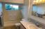 1123 SW 10th St, Lincoln City, OR 97367 - Bathroom