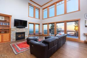 7770 Brooten Mountain Rd, Pacific City, OR 97135 - Living Room