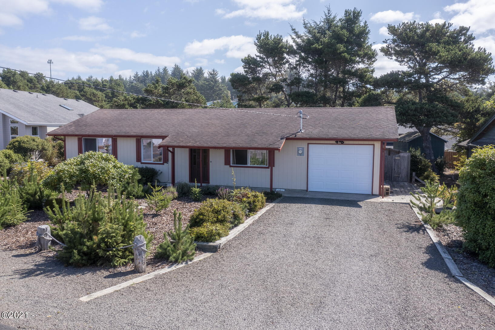 1905 NW Oceanview Dr, Waldport, OR 97394 - Front