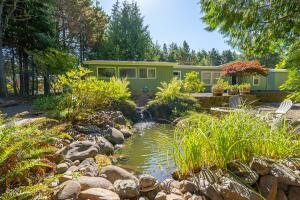 75 Seagrove Loop, Lincoln City, OR 97367 - Front exterior