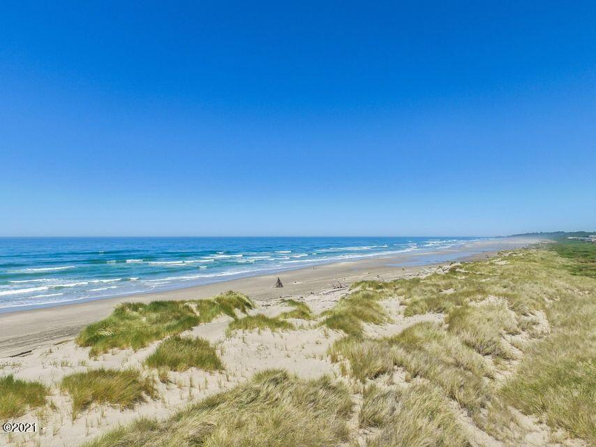 1510 NW Parker Ave, Waldport, OR 97394 - bayshore beach