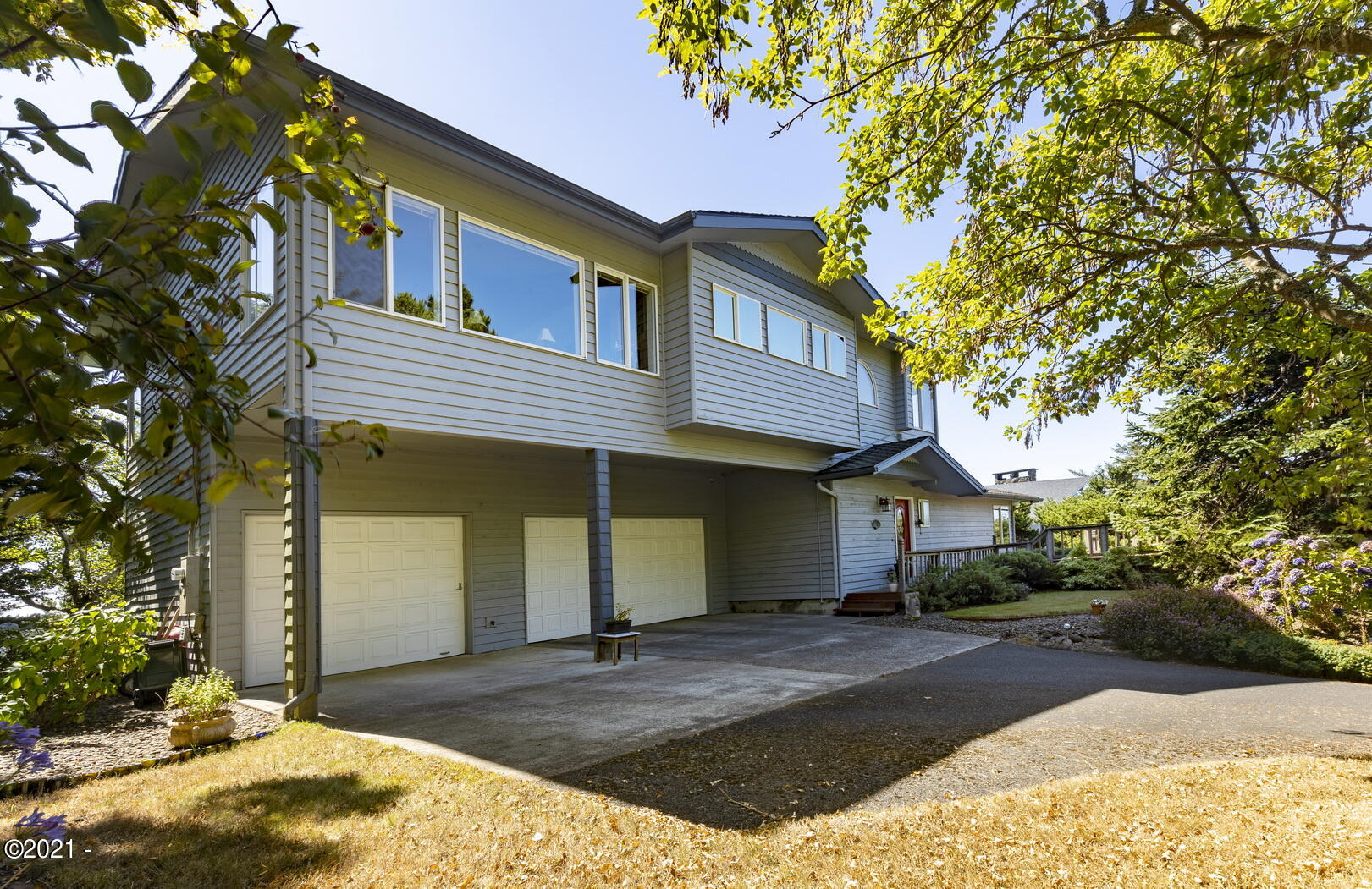 421 NW 13th St, Newport, OR 97365
