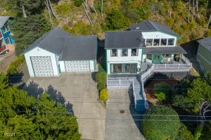 1701 NW Bayshore Dr, Waldport, OR 97394