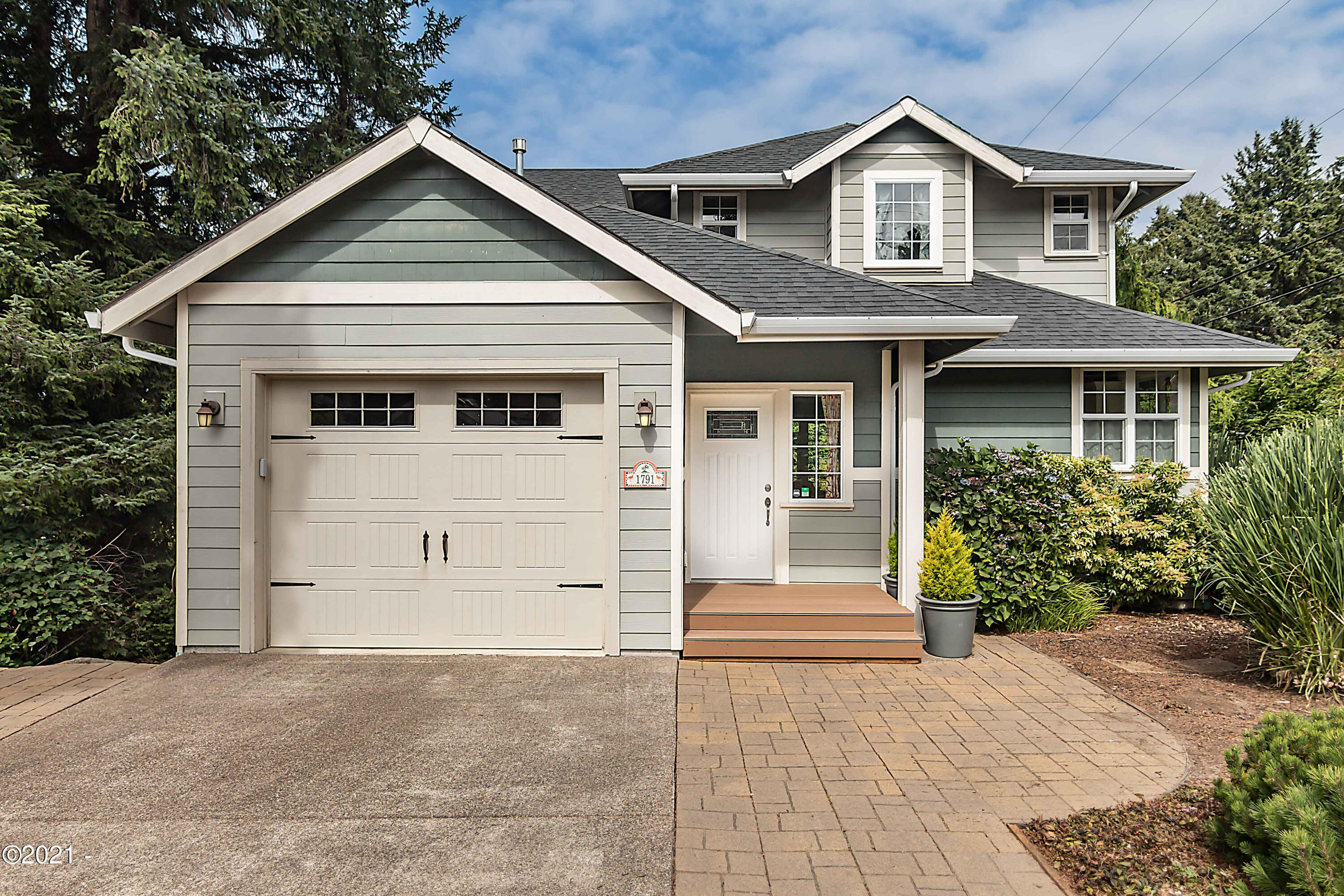 1791 NW 26th St., Lincoln City, OR 97367 - Curbside