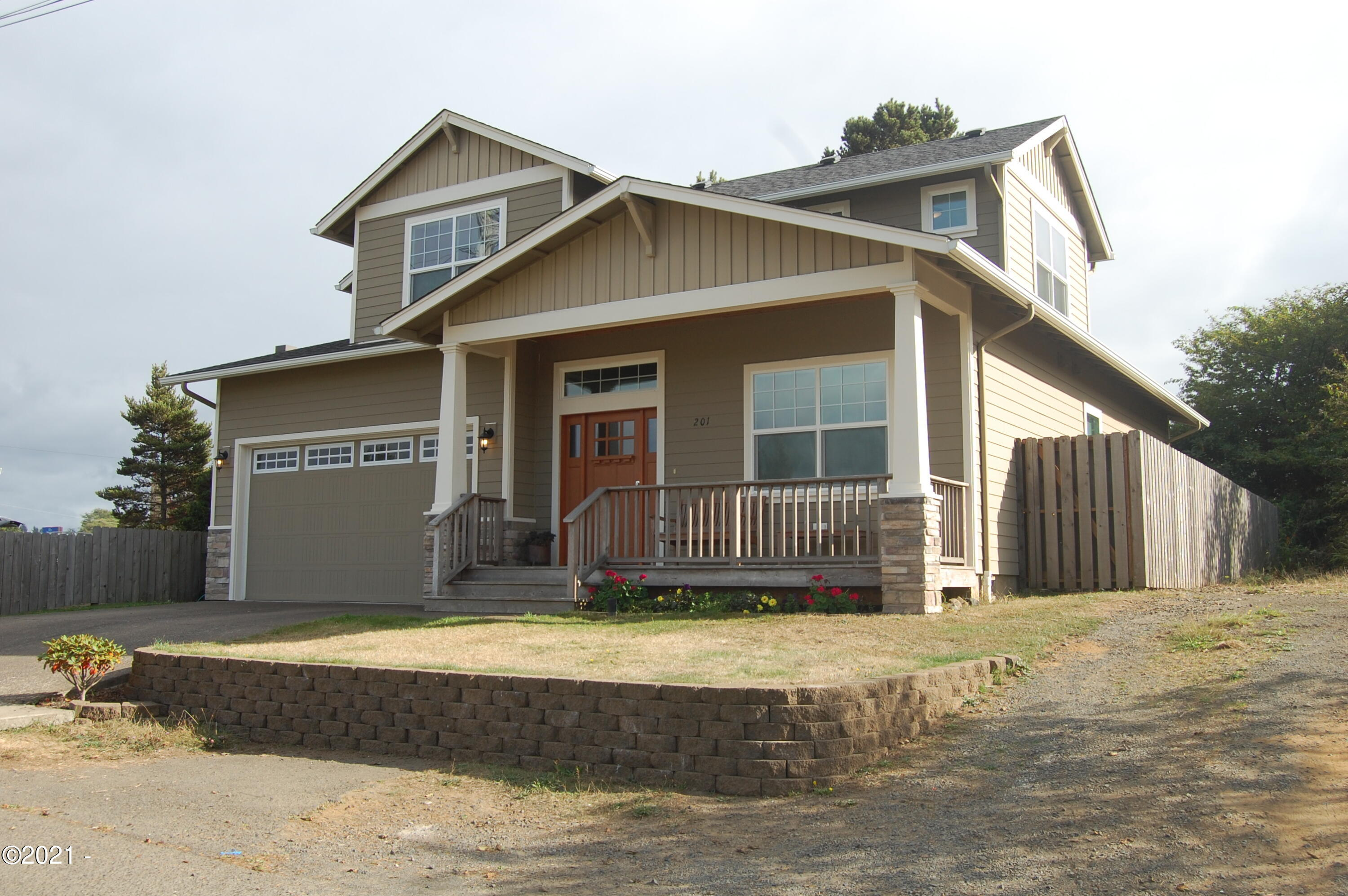 201 NW 8th St, Newport, OR 97365 - Front of house
