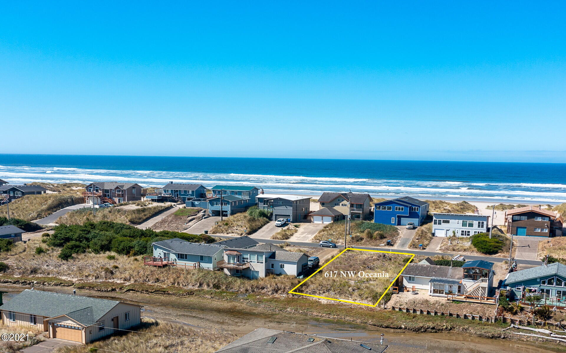 617 NW Oceania Dr, Waldport, OR 97394