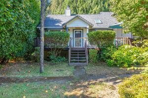 88046 Riverview Ave, Mapleton, OR 97453 - Exterior-front