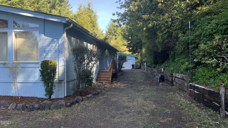 271 E Darkey Creek Rd, Waldport, OR 97394 - Large driveway to Garage - Copy